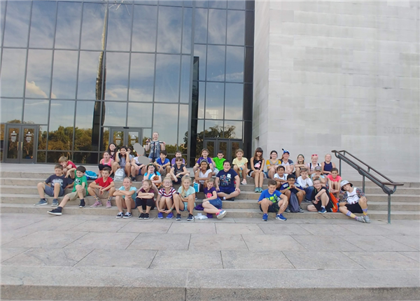 Students on steps of Air and Space Museum